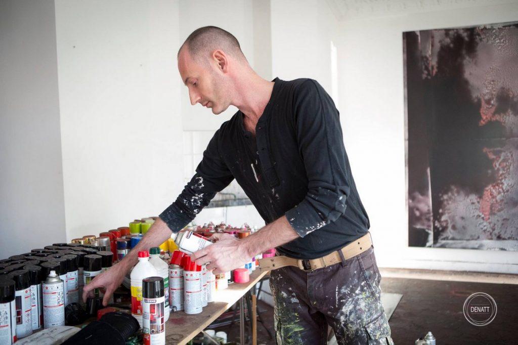 L'artiste peintre Sylvain Polony dans son atelier de Saint Ouen