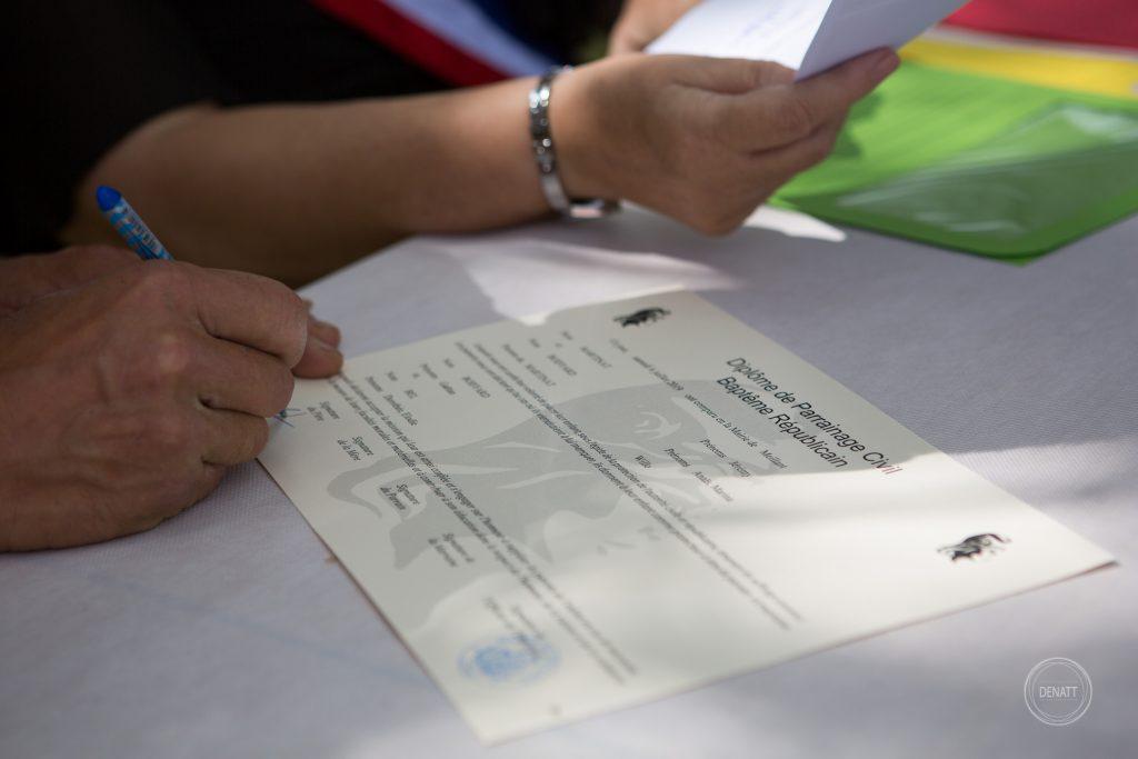 Signature certificat baptême civil