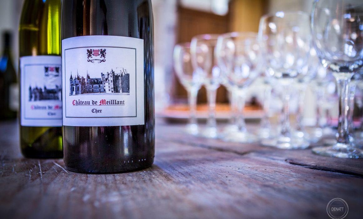 Détail étiquette bouteille de vin rouge, berry