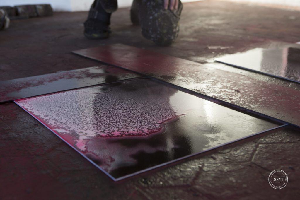 Oeuvre de l'artiste Sylvain Polony posée au sol