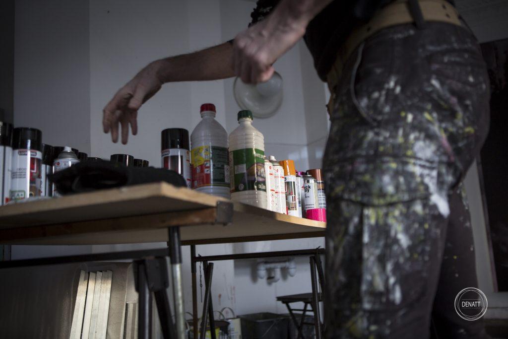 L'artiste et sa table de matières premières