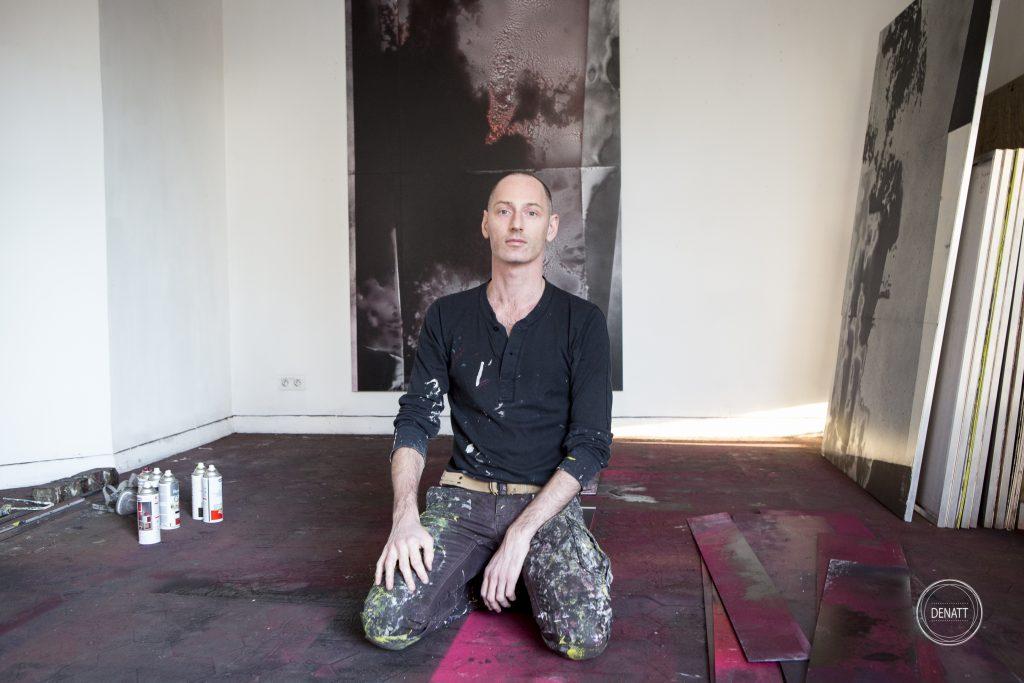 L'artiste Sylvain Polony dans son atelier de Saint-Ouen