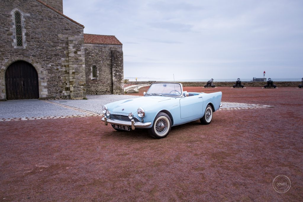 Voiture passion, la sunbeam alpine bleu ciel de James Bond
