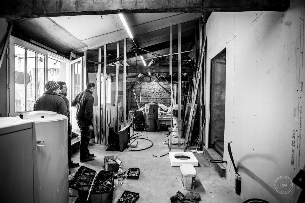 Artisans sur chantier de rénovation maison centre ville Toulouse